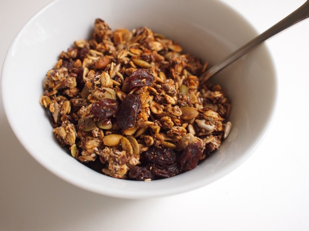 fall spice granola (sweetened with fruit) | bloom & nourish